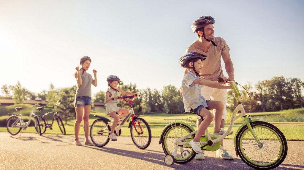 Biciklizés a gyerekekkel